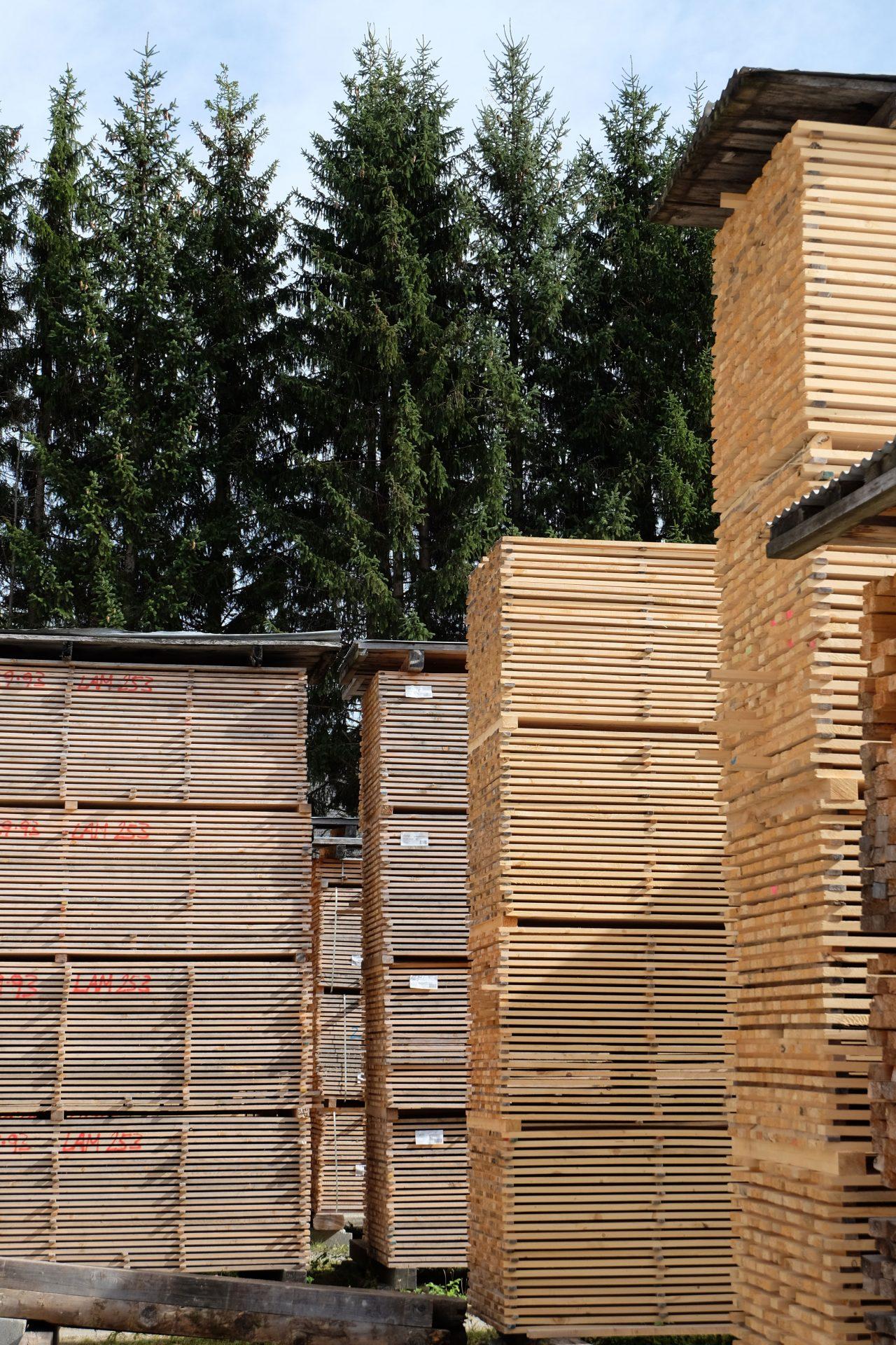 Holz geschlichtet
